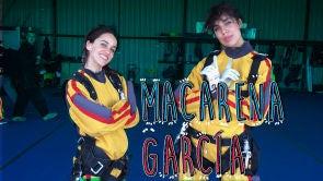 Macarena García salta en paracaídas
