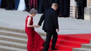 """(13-07-18) May ofrece a Trump aprovechar el 'brexit' para cerrar un pacto """"sin precedentes"""" que impulse el empleo y crecimiento"""