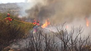 (09-08-18) Los bomberos dan por estabilizado el incendio de Llutxent