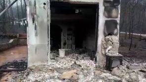 (10-08-18) Los vecinos regresan a sus casas después del incendio de Valencia y encuentran un panorama desolador