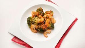 Salteado de brócoli y langostinos / Buñuelos de canela