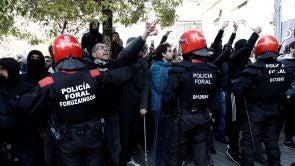 (04-11-18) Protestas y momentos de tensión en Alsasua antes del que comience el acto de España Ciudadana