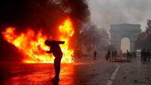 (01-12-18) Violentas protestas en París por la subida de los combustibles