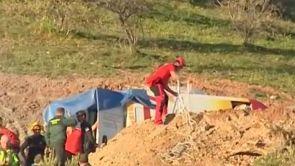 (14-01-19) Se complica el rescate de Yulen: topan con una zona dura de tierra en el pozo donde cayó el niño en Málaga