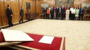 (07-06-18)  El nuevo Gobierno es el que tiene mayor presencia de mujeres de la Historia de España y por ello, varios de los ministros han innovado en la fórmula prometiendo mantener en secreto la deliberación del consejo de ministras y ministros.