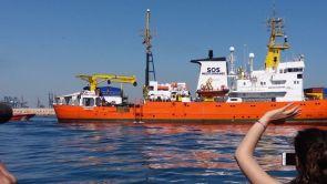 (17-06-18) El Aquarius llega al puerto de Valencia con 106 migrantes a bordo, entre ellos los más vulnerables