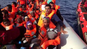 (30-06-18) Un barco de Proactiva Open Arms con 60 inmigrantes rescatados pide permiso para atracar en España