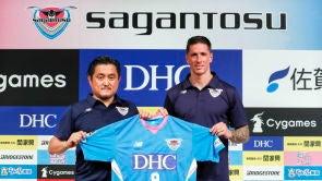 """(15-07-18) Fernando Torres, presentado con el Sagan Tosu nipón: """"Estoy deseando jugar contra Iniesta en Japón"""""""