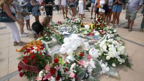"""(18-08-18) Cambrils recuerda a las víctimas de los atentados y agradece la """"ejemplar actuación"""" de policía y emergencias"""