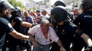 (19-09-18) Tensas protestas de los pensionistas a las puertas del Congreso
