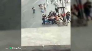 (24-09-18) Las impactantes imágenes del linchamiento del hincha de Tigres