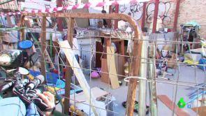 """(08-10-18) """"Ofrecen drogas a los niños"""" y las peleas son constantes: los vecinos de Vallecas desalojan un 'narcosolar' con la ayuda de una empresa"""