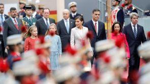 (12-10-18) Pitos e insultos a Pedro Sánchez a su llegada a su primer desfile de las Fuerzas Armadas como presidente