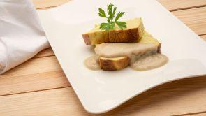 Pastel de puerros // Milhojas caramelizado de foie gras, anguila aumada, cebolleta y manzana