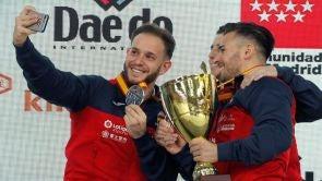 (11-11-2018) Los equipos españoles masculino y femenino de katas conquista la medalla de plata en los Mundiales de kárate