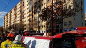 (05-01-19) Tres muertos y 16 heridos, entre ellos un bebé en estado crítico, en un incendio en un edificio de Badalona